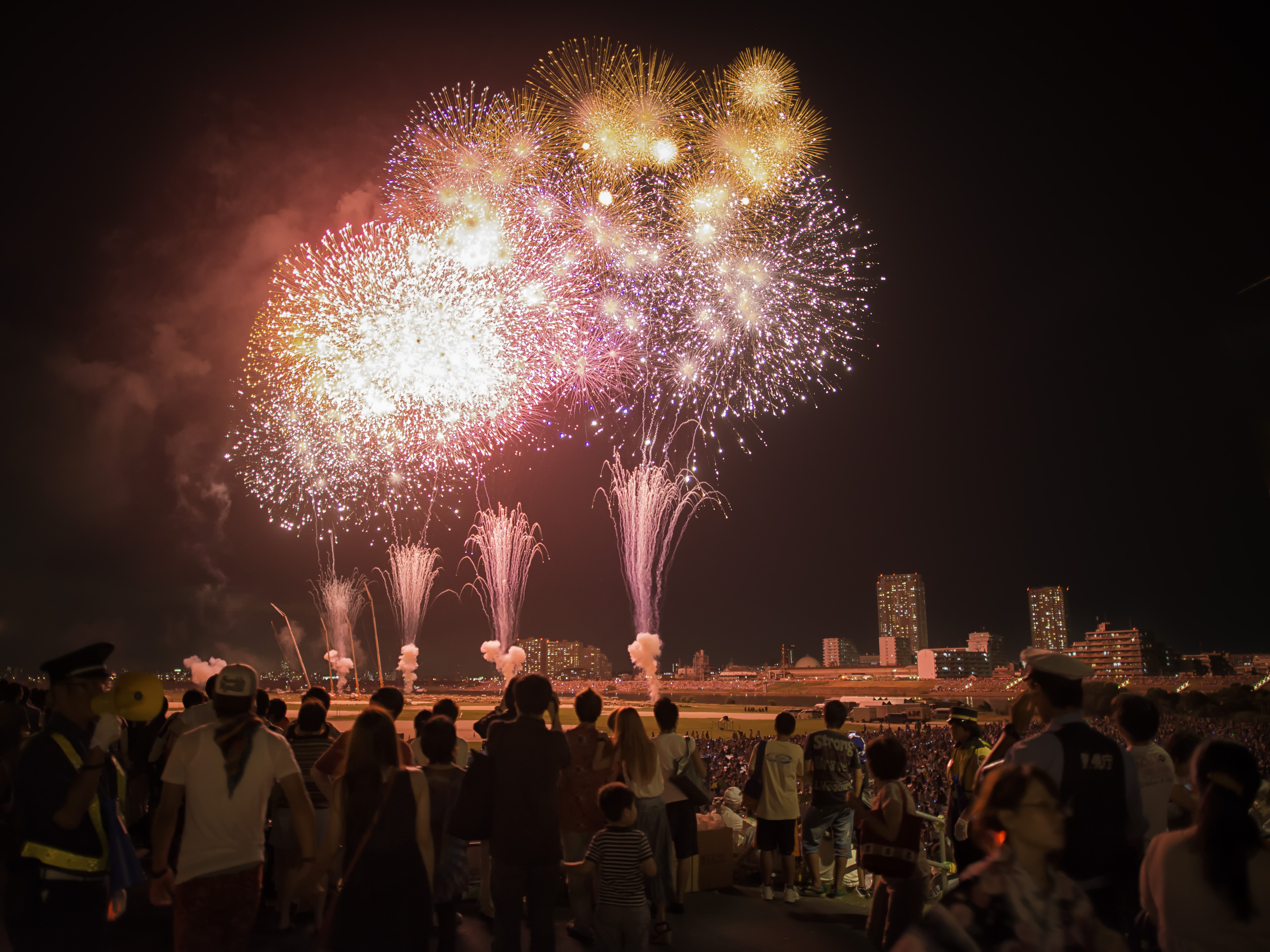 photo from https://grittymonkey.wordpress.com/2012/11/24/edogawa-hanabi-taikai/
