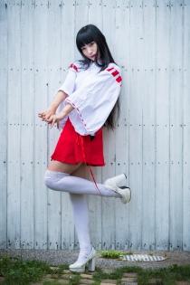 Rui-chan Miko Cosplay